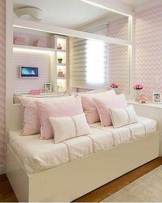 Quarto menina l Destaque para o papel de parede e enxoval, que deram personalidade e estilo ao quartinho. Projeto Monise Rosa e 📸Júlia Ribeiro #bedroom #quarto #girl #quartodemenina #girlroom #beautiful #papeldeparede #wallpaper #enxoval #pink #barbie #walldisney #disney #love #menina #Lindo #linda #home #estilo #photooftheday #cute #perfect #petit #blogfabiarquiteta #fabiarquiteta