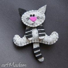 This is so cute Kiciuś - filc,lekki,kot,prezent Felt Christmas Ornaments, Christmas Crafts, Fabric Crafts, Sewing Crafts, Cat Crafts, Craft Projects, Sewing Projects, Felt Projects, Felt Decorations
