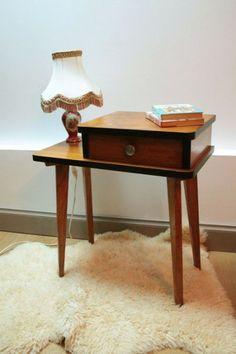 Meuble ou table de chevet vintage plaqué chêne et bordures peintes en noir... http://www.lanouvelleraffinerie.com/nouveautes/593-colette-meuble-ou-table-de-chevet-vintage-plaque-chene-et-bordures-peintes-en-noir.html