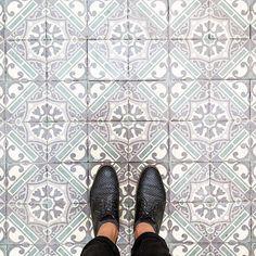75018 - Rue des Abbesses… Tile Flooring, Kitchen Flooring, Tile Design, Pattern Design, Unique Tile, Tile Wallpaper, House Tiles, Grey Tiles, Floor Patterns