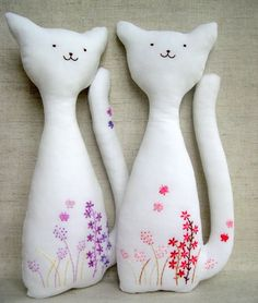 Cats: gorgeous inspiration! with embroidered little flowers...