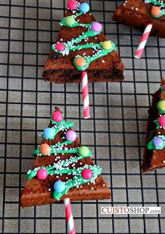 In this article, you will discover 19 Christmas Cookie Recipes that you will love. We wish you all a merry Christmas . Christmas Brownies, Christmas Snacks, Xmas Food, Christmas Cookies, Christmas Time, Christmas Recipes, Christmas Ideas, Christmas Biscuits, Theme Noel