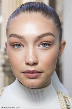 Beauty Trends Barely there beauty on Gigi Hadid at Fashion Week.Barely there beauty on Gigi Hadid at Fashion Week. Beauty Makeup, Eye Makeup, Hair Makeup, Hair Beauty, Makeup 2016, Makeup Steps, Catwalk Makeup, Glow Makeup, Beauty Dupes