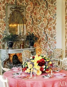Albert Hadley ~ The dining room of Babe and William S. Paley's Fifth Avenue apartment, decorated by Albert Hadley and his partner, Sister Parish. Albert Hadley, American Interior, French Interior, Interior Design, Dining Room Inspiration, Home Decor Inspiration, Outdoor Table Settings, Parsons School Of Design, Dream Decor