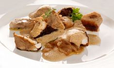 Receta de Bruno Oteiza de hongos al horno con un toque de humo y acompañados de cebolla caramelizada, un plato para disfrutar en otoño apto para vegetarianos. #hongos #setas #alhorno