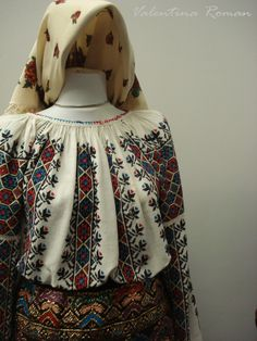 The Romanian Traditional Costume Museum -for embroidered gores Folk Costume, Costumes, Folk Embroidery, Embroidery Patterns, Peasant Blouse, Ethnic Fashion, Traditional Dresses, My Style, How To Wear