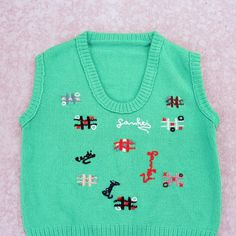 Vintage pullover sleeveless sweater in bright kelly green. It more vibrant in person, I had trouble capturing it. The sweater features embroidered tic tac toe boards and the Portuguese word ganhei which means won. The sweater is in excellent condition, no flaws. Washed and ready to wear. Brand: no tag Fabric: unsure by likely acrylic. not scratchy.  Approximately a size small to medium, please use the following measurements for best fit: bust- 34 hip- 30 length- 21 Fabric has a bit of…