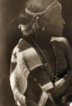 Edward Curtis – Femme Indienne. Tirage argentique postérieur. Circa 1980.