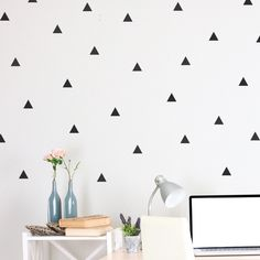 Journelles-Wandsticker-Walls-need-love-Triangle