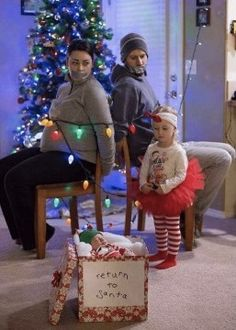 21 Hilarious Christmas Family Pictures