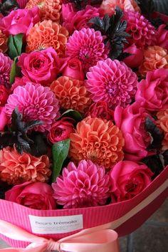 花束を華やかにしてくれるダリアは人気花材なんです
