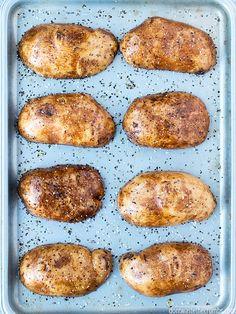 7 Ways Cook Potato 6 Baked Potato Time, Small Baked Potato, Russet Potato Recipes, Baked Potato Microwave, Microwave Baking, Perfect Baked Potato, Baked Potato Recipes, Potato Dishes