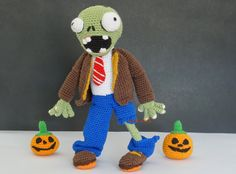 No Pattern but great pictures - Zombi Moncho. Plants Vs Zombies, Zombies Vs, Crochet Monsters, Crochet Animals, Cute Stuffed Animals, Dinosaur Stuffed Animal, Diy Arts And Crafts, Crochet Accessories, Stuffed Toys Patterns