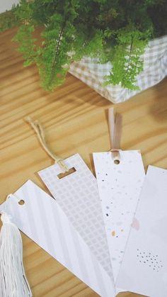 São 4 estampas fofas de marcadores de páginas pra baixar. Aí é só imprimir, recortar e decorar, e pronto! 🥰 #diybookmarks #marcapáginas Diy Bookmarks, Book Markers, Paper Supplies, Paper Crafts Origami, Crochet Crafts, Diy And Crafts, Doodles, Gift Wrapping, Scrapbook