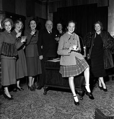 Music publisher Lawrence Wright with some of his stars drink a toast to pantomime starlet Julie Andrews othes are LR Carole Lynne Dorothy Ward Marie. Julie Andrews Children, Eliza Doolittle, Fair Lady, Living Legends, Sound Of Music, Best Actress, Still Image, Beautiful Actresses, Movie Tv