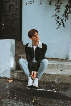 K I know this is kinda weird but Connor is like my fashion icon Portrait Photography Men, Photography Poses For Men, Fashion Photography, Indie Photography, Connor Franta, Hipster, Insta Photo Ideas, Male Poses, Grunge