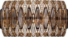 CARTIER. Bracelet - or rose, quartz fumé, diamants marron, diamants taille brillant. #Cartier #CartierRoyal #2014 #HauteJoaillerie #HighJewellery #FineJewelry #SmokedQuartz #BrownDiamond #Diamond Book Jewelry, Fantasy Jewelry, High Jewelry, Luxury Jewelry, Rose Gold Diamond Ring, Best Diamond, Rose Gold Engagement Ring, Bracelet Cartier, Cartier Jewelry