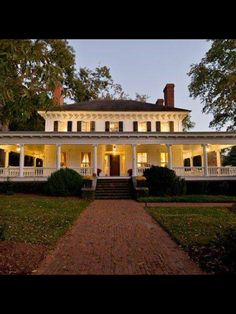 A broad, colonnaded porch gives this Colonial house in Monticello, Georgia, curb appeal. Monticello Georgia, Antebellum Homes, Southern Plantations, Southern Mansions, House Goals, Historic Homes, Old Houses, Abandoned Houses, Dream Homes