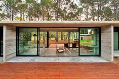 Casa SV from Argentina, made with concrete & glass/ Casa argentiniana din beton amprentat si sticla