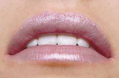 Lilac Lust veganer Lipgloss Suck My Kiss von exurbe cosmetics für Schimmer und Pflege.