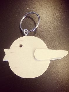 Sleutelhanger in de vorm van een vogeltje gemaakt voor conferentiebezoekers uit binnen- en buitenland.