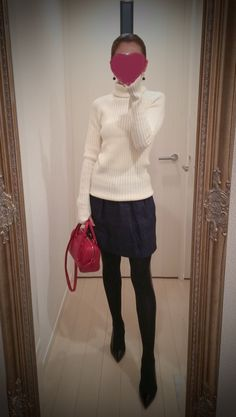White turtleneck blouse with navy skirt and red bag and black heels - http://ameblo.jp/nyprtkifml