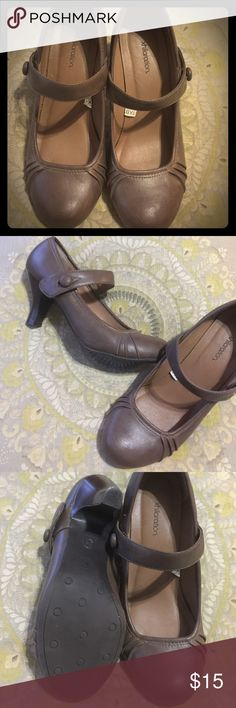 Adorable brown Xhilaration heels Adorable brown pumps by Xhiliration. Gently used - size 8.5 Xhiliration Shoes Heels