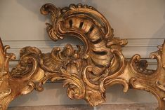 Exceptionnal Side Console Louis XV, Century, by Nicolas Heurtaut.Gilt wood, Red Marble of Rance and typical rococo decor from the beggining of Louis XV period. Geniune shell and palm tree carving. For sale on Proantic by Galerie Pellat de Villedon. Tree Carving, Wood Carving Art, Wood Carvings, Shabby Chic Homes, Shabby Chic Decor, Shabby Chic Furniture, Antique Furniture, Table Furniture, Rococo Style
