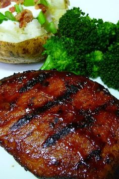 Traeger Recipes, Grilling Recipes, Slimming Workd, Grilled Pork Chops, Loaded Baked Potatoes, Tasty, Yummy Food, Summer Dishes, Chops Recipe