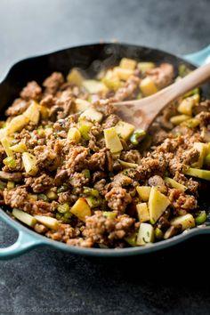 How to prepare the BEST Thanksgiving dressing recipe! Recipe on sallysbakingaddiction.com