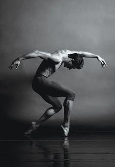 Ricardo Graziano, Sarasota Ballet by Barbara Banks Male Ballet Dancers, Female Dancers, Contemporary Dance, Modern Dance, Dance Baile, Anatomy Poses, Dance Movement, Dance Poses, Ballet Photography