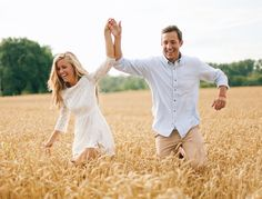 Country Engagement Photos - How one couple nailed their engagement session. From outfits to location learn how to nail your engagement shoot. Read the post. Engagement Photo Outfits, Engagement Photo Inspiration, Engagement Couple, Engagement Pictures, Engagement Shoots, Country Engagement, Fall Engagement, Wedding Inspiration, Couple Photography Poses
