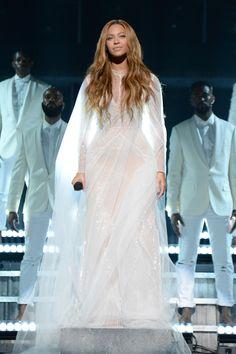 #Grammys2015 : The Best Dressed Celebrities - Beyonce in Custom Roberto Cavalli Atelier Gown
