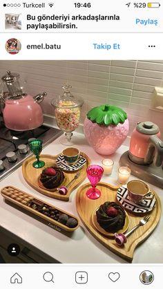 Breakfast Presentation, Coffee Presentation, Cupcake Kitchen Decor, Chocolate Dipped Fruit, Turkish Breakfast, Summer Kitchen, Food Decoration, Food Platters, Turkish Recipes