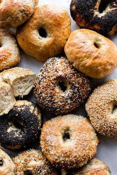 This easy homemade bagel recipe proves that you can make deliciously chewy bagels in your own kitchen with only a few basic ingredients and baking tools! Homemade Ham, Homemade Bagels, Homemade Recipe, High Protein Flour, Cinnamon Raisin Bagel, Cinnamon Bread, Cinnamon Rolls, Whole Wheat Bagel, Sallys Baking Addiction