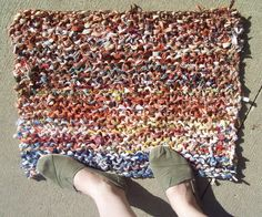 This knit rug took a little more than an hour to make.  It is very easy, even for a beginner.