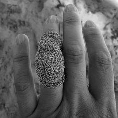 """89 Me gusta, 4 comentarios - María Cecilia Kesman (@mariakesman) en Instagram: """"Joyas viajeras! Arena y crochet!!! #joyeriacontemporaneaargentina #contemporaryjewelry…"""""""