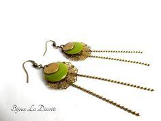 Boucles d'oreilles avec chaînette,sequin vert et sequin en métal bronze