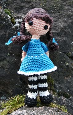 Adorable amigurumi girl by craftster Kitiza. I love her so much!