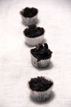 Nuages de chocolat croustillant - La fête approche, la fête approche, la fête approche... C'est l'heure... Mijotons leur un cadeau qu'ils n'oublieront pas de sitôt... (Il faut l'imaginer avec l'air de l'étrange Noël de Monsieur Jack)... C'est ce que je vous propose de réaliser ici avec des petites douceurs chocolatées ultra simples à faire avec seulement deux ingrédients ! Si…