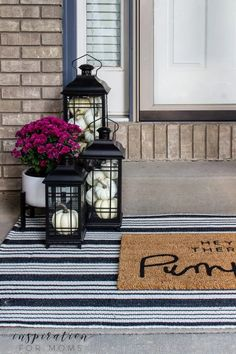 Fall Home Decor, Autumn Home, Summer Mantle Decor, Home Office Inspiration, Front Door Porch, Front Doors, Fall Front Porches, Front Porch Fall Decor, Diy Front Porch Ideas