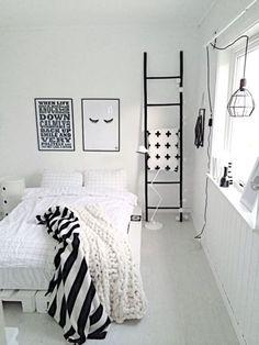 White bedroom ideas for girls black and white room design for girls Teenage Girl Bedrooms, Girls Bedroom, Bedroom Decor, Trendy Bedroom, Bedroom Furniture, Decor Room, White Furniture, Bedroom Lighting, Bedroom Ideas For Teen Girls Tumblr