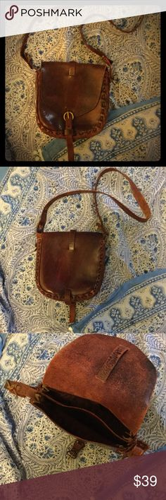 Vintage boho hippie leather purse  Walking down memory lane...This vintage boho leather purse was purchased in Amsterdam in 1997 in an antique store. It is originally from the 70's.  Still, it is in great condition, with a light wear that gives it its authentic Charme. Leather is a beautiful reddish-brown. The shoulder strap is arranged with leather bands, which can be replaced so you can adjust it to your needs. A one if a kind piece. I hesitated to sell, but it deserves to continue its…
