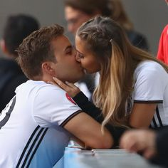 My champion ❤ Football Relationship Goals, Soccer Relationships, Goals Football, Relationship Goals Pictures, Cute Couples Football, Sports Couples, Football Boys, Cute Couples Goals, Couple Goals