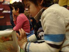 Colegio Villar y Macías. 2º de Educación Infantil (II) Hacer Escuela: El mundo de los cuentos    Fotografías realizadas a los grupos escolares y a los alumnos que han visitado la exposición.