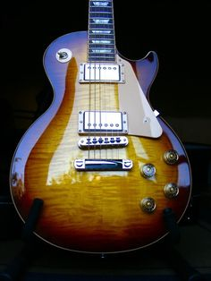 Absolutely gorgeous Gibson Les Paul Traditional in Desert Burst finish.