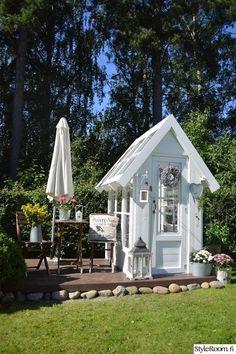 kesähuone,maalaisromanttinen,kasvihuone,piha Outdoor Potting Bench, Landscape Design, Garden Design, Cactus Farm, English Country Decor, Hidden Rooms, Greenhouse Plans, She Sheds, Garden Cottage