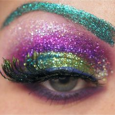 Luv this eyeshadow!  peacock colors~def good for a photo shoot!