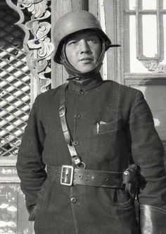 Fang Dazeng, famous Chinese war photographer in the late 1930s.