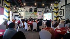 """Tingkatkan Ekonomi Kreatif, Road Map Tiga Subsektor Kreatif Dibahas https://malangtoday.net/wp-content/uploads/2018/05/Kegiatan-Forum-Discussion-Grup-yang-diselenggarakan-Komite-Ekonomi-Kreatif-di-Hotel-Atria-yoga.jpg MALANGTODAY.NET – Komite Ekonomi Kreatif Kota Malang kembali membuat Road Map dengan melibatkan para pelaku usaha dan akademisi. Kali ini, yang akan dibahas adalah Road Map dari sub sektor Desain Komunikasi Visual, Fashion dan Kriya. """"Road Map bagi t"""